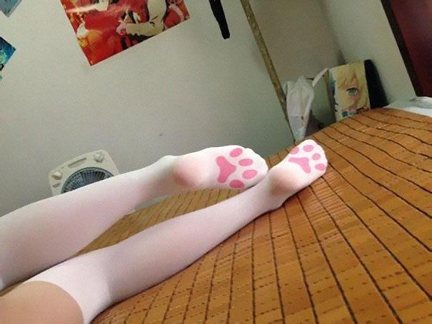 6 . Kedi desenli çorap