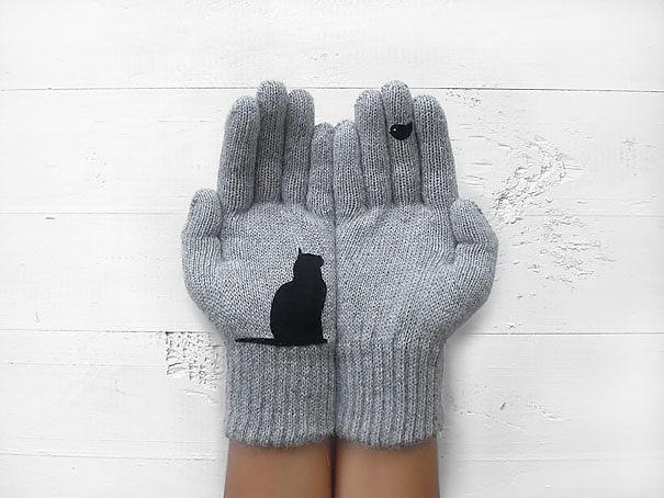 4 . Ellerini sıcacık tutacak kedili eldiven