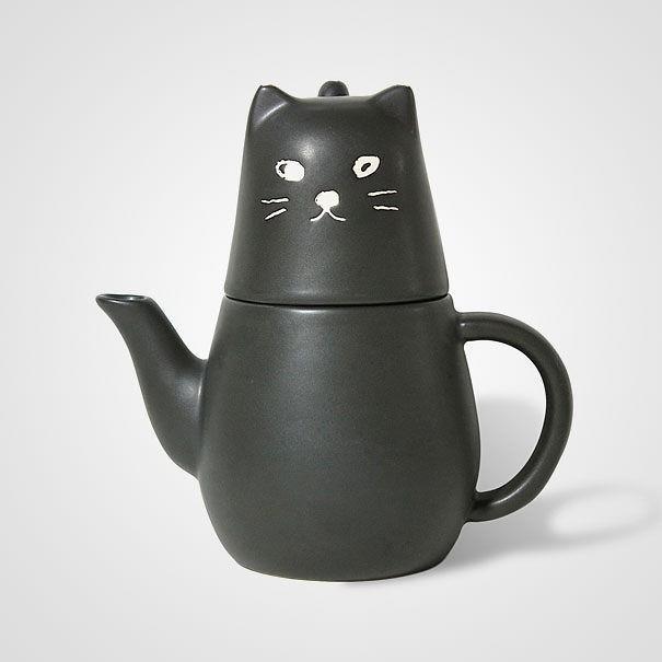18 . Kedi figürlü fincan, demlik