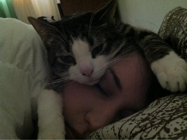 Onunla uyumak artık vazgeçilmez bir şeyse